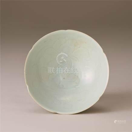宋代 青白瓷刻花牡丹纹碗