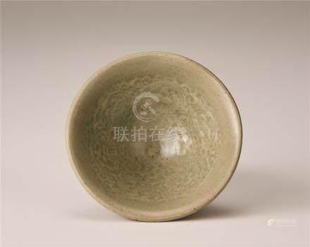 宋代 青瓷印花纹碗