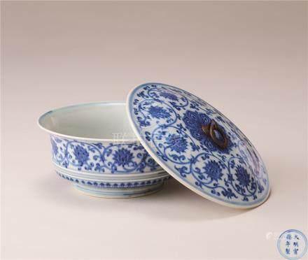 青花缠枝莲花纹盖碗