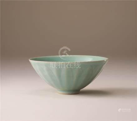 南宋 青瓷莲弁纹碗