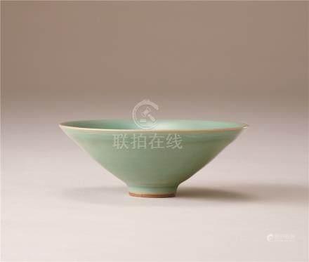 南宋 青瓷斗笠碗