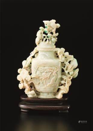 翠玉雕盖瓶