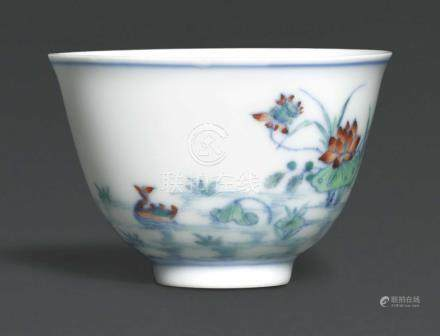 A SMALL DOUCAI 'DUCKS AND LOTUS' CUP