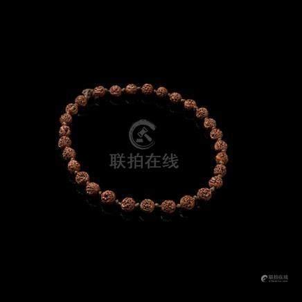 NUT NECKLACE QING DYNASTY, 19TH CENTURY each bead 1.4cm high