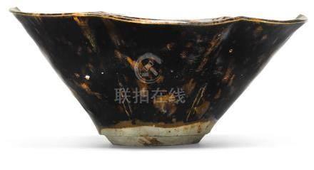 十三世紀   吉州窰玳瑁釉葵口盌