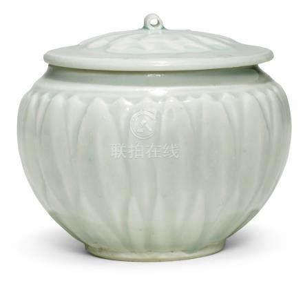 宋   青白釉蓮紋小蓋罐