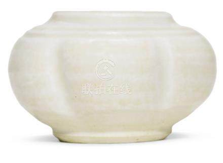 宋   定窰白釉瓜棱形小罐