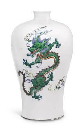 清康熙   闘彩雙龍戲珠紋梅瓶