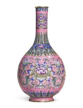 清嘉慶   御製北京銅胎畫琺瑯粉地番蓮紋箸瓶《嘉慶年製》款