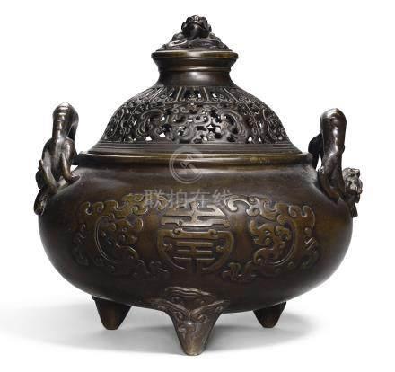清康熙   團壽紋雙龍耳三足銅蓋爐