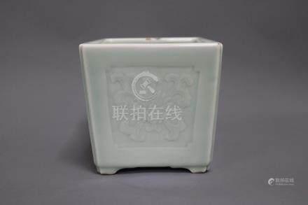 Qianlong Mark,A Green Glazed Flowerpot