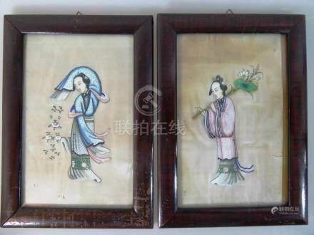 2 Miniaturen auf Reispapier, China um 1900, Darstellung von zwei Damen in landestypischer Tracht,