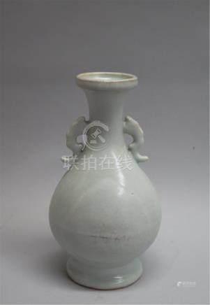 CHINESE PORCELAIN WHITE GLAZE VASE
