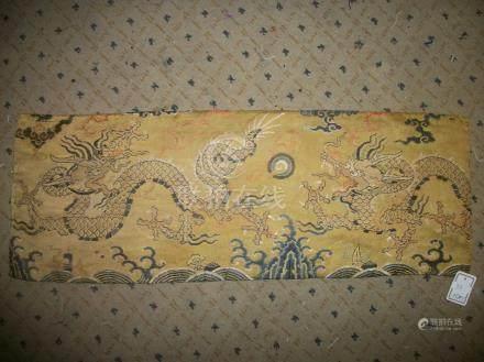 Bandeau, Chine, dynastie Ming, fin XVIème début XVIIème siècle, fond satin jaune, décor broc