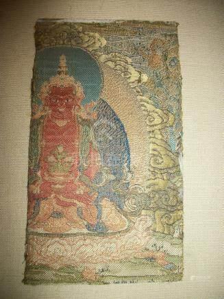 Fragment de lampas, Chine, dynastie Qing, XVIIIème siècle, décor polychrome du Bouddha. Amit