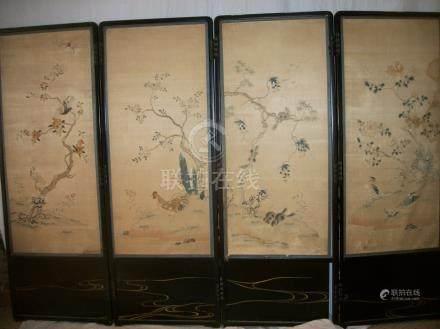 Paravent à quatre feuilles, laque noire ornée d'une broderie, Chine, XVIIIème siècle, taffet