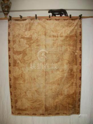 Tapis de table en velours de lin, Chine, vers 1900, fond crème décor en velours amarante de