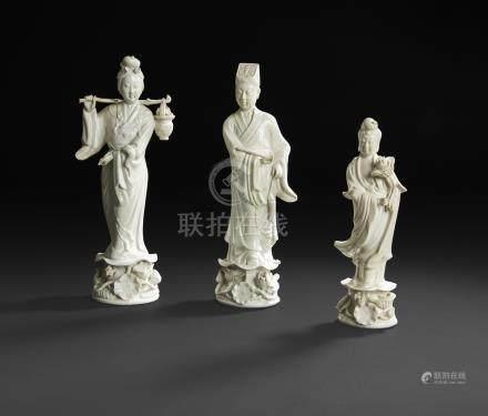 CHINE - XXe siècleEnsemble en porcelaine blanche comprenant un joueur de flûte tenant un cha