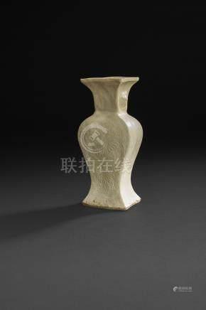 CHINE - XXe siècleGroupe en porcelaine blanche des huit immortels voguant dans une barque. H