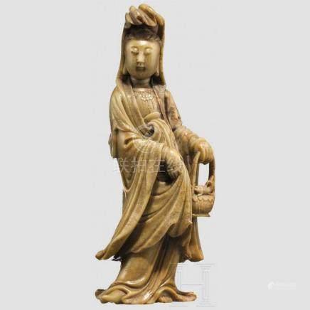 Guanyin aus Speckstein, China, 19. Jhdt.