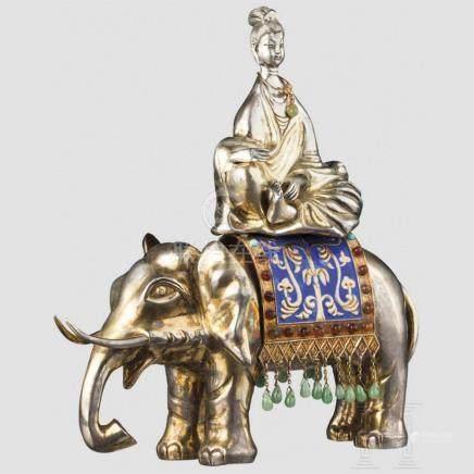 Silberne Guanyin auf Elefant, China, um 1920