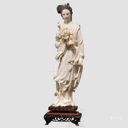 Elfenbeinfigur der Guanyin, China, um 1900