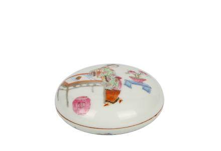 A Chinese Famille-Rose Porcelain Box
