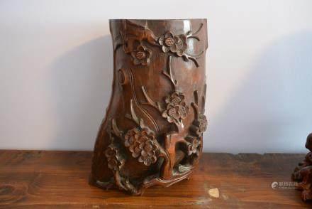 古董竹根雕刻梅花纹饰笔筒:Antique bamboo root carving Plum ornament Pen holder:Height: 26.2cm, Width: 18.5cm.