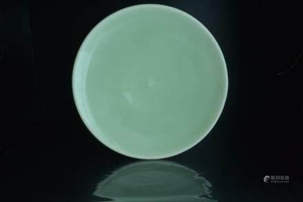 清早-中期 豆青釉大盘:A rare bean green glaze larger plate