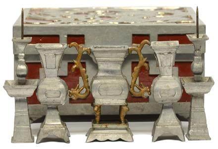 錫迷你供器一套五件 連錫龍紋鑲硬木盒
