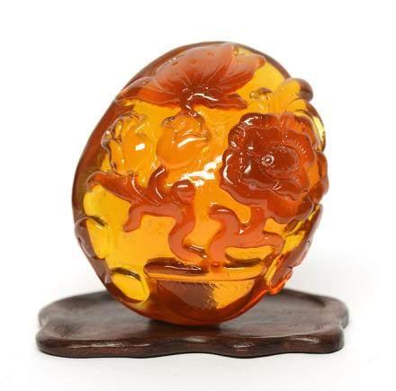 琥珀質盤螭珮 連木座