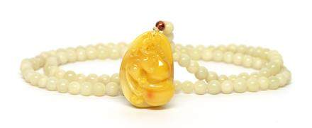 蜜蠟質盤螭抱福珮連玉石珠鏈