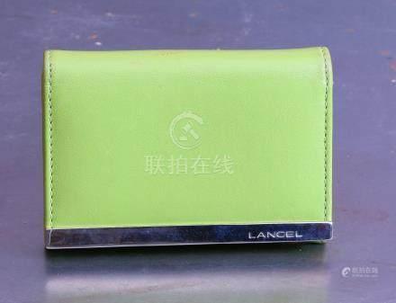 Lancel porte-monnaie en cuir vert anis. Maroquinerie.
