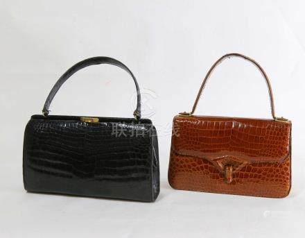 Sac à main marron et 1 un sac noir, 16x27 cm.vintage.