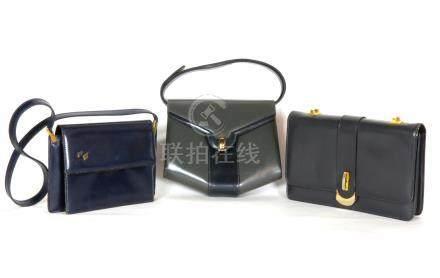 2 sacs à main en cuir gris 17x26  et 1 sac à main en cuir bleu marine 16x23