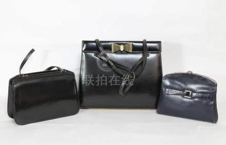 1 sac à main en cuir noir, la prise en forme de nœud papillon 26x28, 1 pochette en cuir (acc