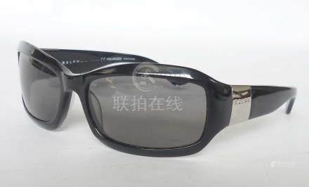 RALPH LAUREN paire de lunettes de soleil