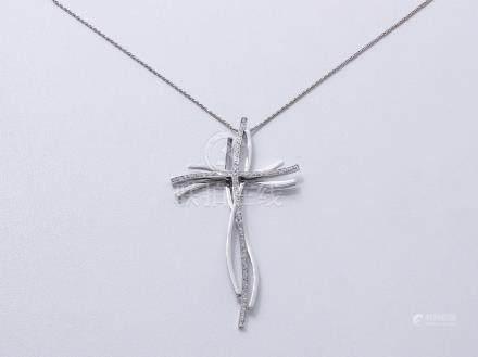 CHIMENTO Collier en or gris 750 millièmes, maille fantaisie, retenant une croix stylisée pon