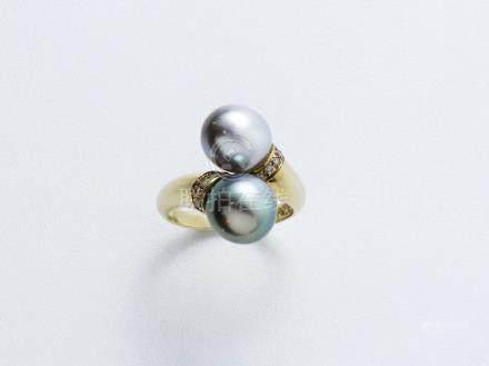 Bague toi et moi en or 750 millièmes, ornée de 2 perles de culture grises de Tahiti, rehauss
