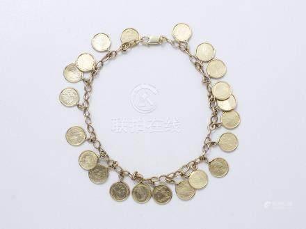 Bracelet articulé en or 585 millièmes, maillons gourmettes, retenant des petites pièces en p