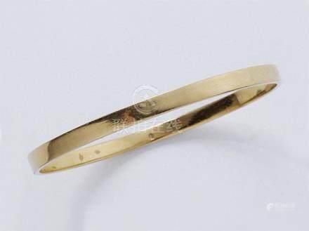 Bracelet jonc en or 750 millièmes. Poids brut: 15.90 g. Diam int: 5.6 cm.