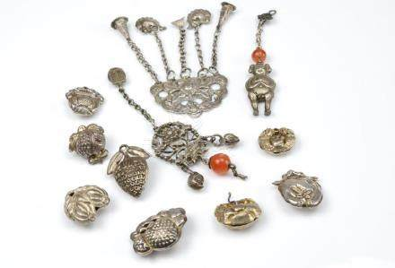 A LOT OF CHINESE EXPORT SILVER BEADS & PENDANTS