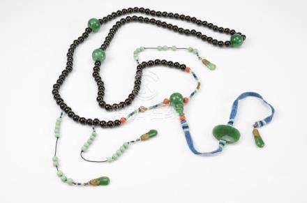 JADE AND BLACK GLASS BEADED COURT NECKLACE
