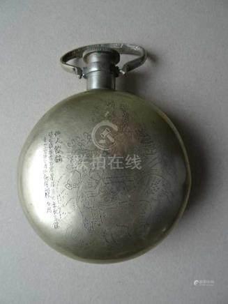 Asiatica.- Flachmann,rund. Silber mit Gravur, Henkel und Schraubverschluss. China, wohl Anfang 20.