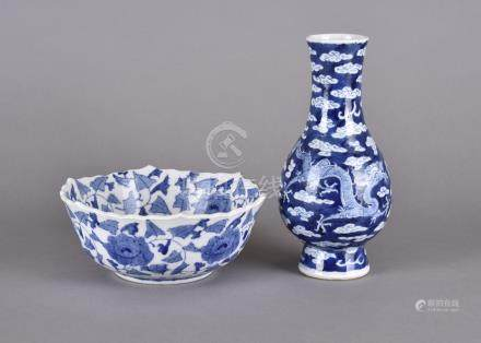 A Chinese 19th Century porcelain ovoid vase, blue and white decorated with fighting dragons and