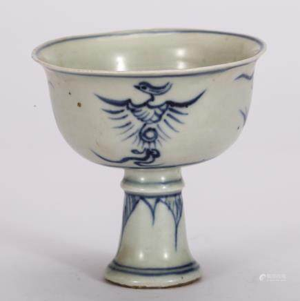 CHINESE B/W PORCELAIN STEM CUP