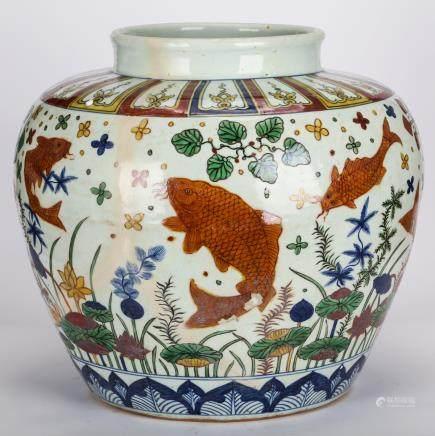 CHINESE MING DYNASTY WUCAI FISH JAR