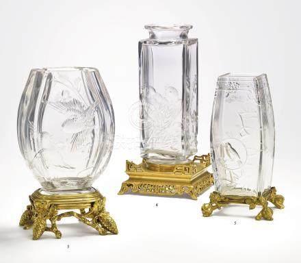 VASE EN CRISTAL DE LA FIN DU XIXEME SIECLE ATTRIBUE A LA MAISON BACCARAT En cristal et ornementation de bronze ciselé et doré