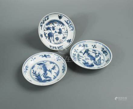 Three Ming blue and white dishes, comprising a Jiajing period dish painted with a deer amonst