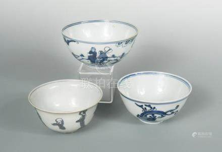 Two blue and white Ming dynasty bowls, Wanli period (1572-1620), painted with figures and dragons,